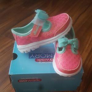 Skechers go walk memory foam (baby 4 medium) NWT